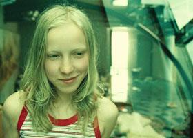 Фото девушки с зелёными волосами
