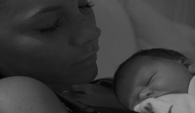 Дэвид Бекхэм запечатлел спящих жену и дочку