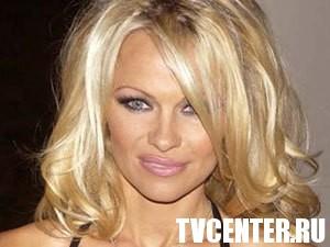 Кто купит грудь Памелы Андерсон?