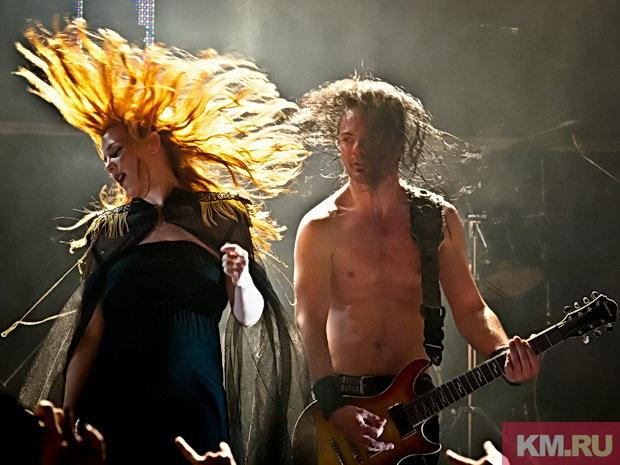 Солистка рок-группы Epica выходит в декрет