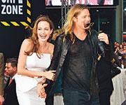 Анжелина Джоли впервые вышла в свет после тяжелой операции.