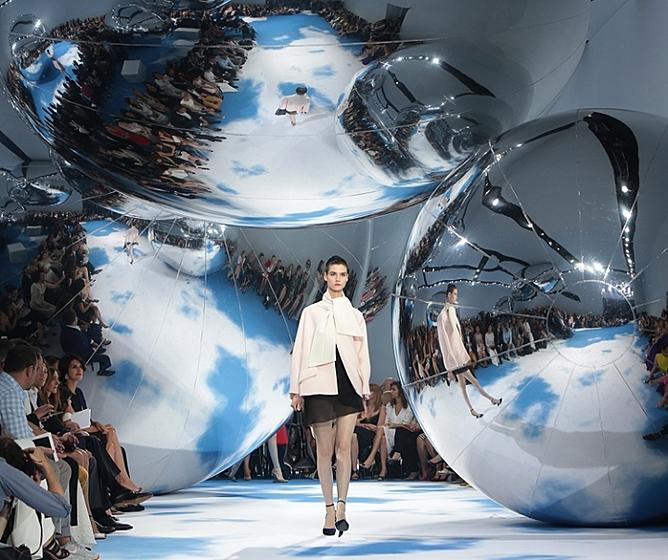 Второй показ Сhristian Dior на Красной площади состоялся спустя более чем полвека после первого дефиле