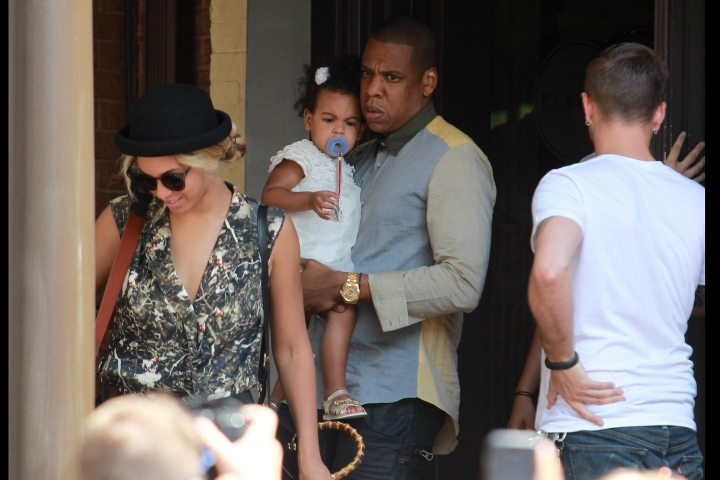 Бейонсе с мужем и дочкой в Торонто (фото)