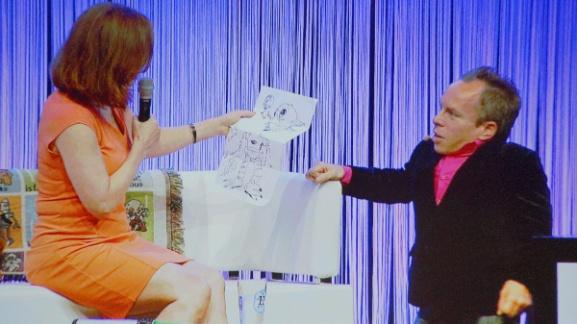 Ведущий Уорвик Дэвис предлагает Кэтлин ввести нового очень невысокого персонажа!
