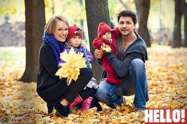 Муж и две дочки Ольги Ломоносовой. Фото от HELLO!