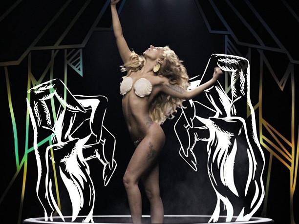 Lady Gaga в очередной раз оголила своё тело