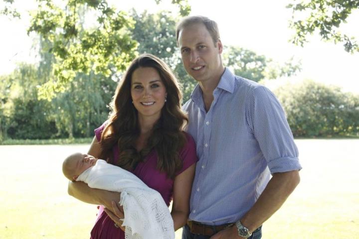 Кейт и Уильям с сыном первый семейный портрет.