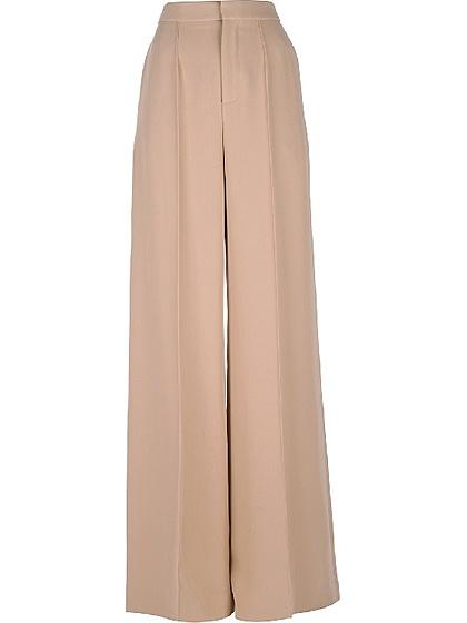 Классические светлые брюки-клеш из хлопка  способны создать элегатный и необычный ретрообраз