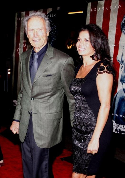 Еще одна любовная лодка в Голливуде разбилась о быт: после семнадцати лет брака Клинт Иствуд решил развестись с женой Диной