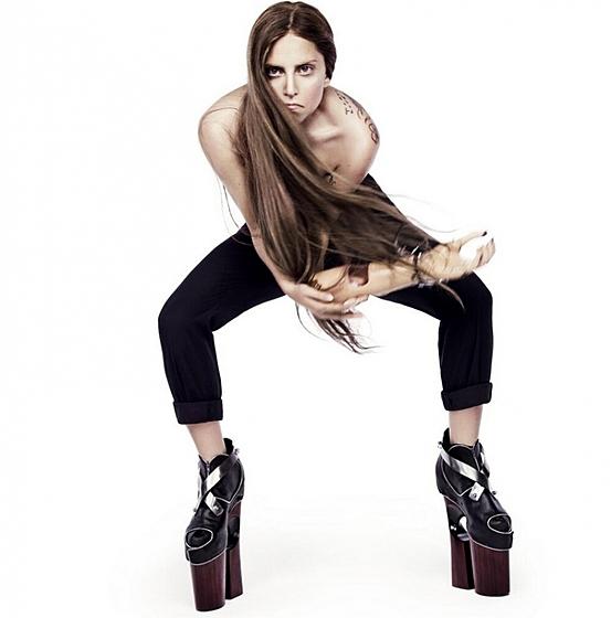 Леди Гага с протезом руки