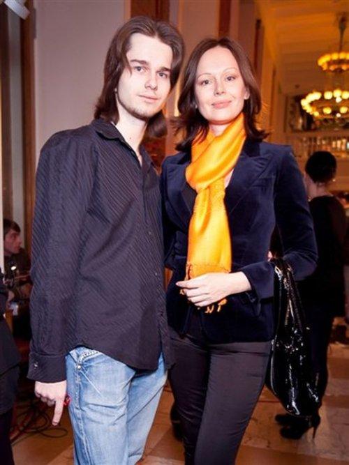 Ирина Безрукова с сыном Андреем.