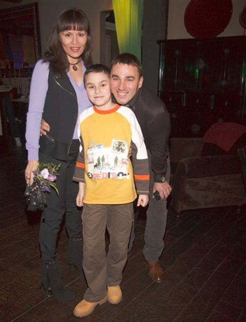 Кирилл Андреев с женой и сыном.