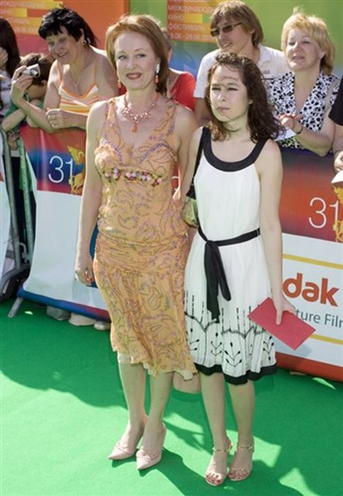Лариса Удовиченко с дочерью.
