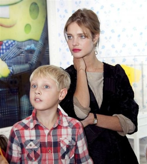 Наталья Водянова с сыном Лукасом.