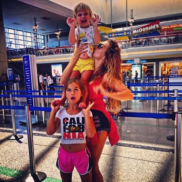Анна Седокова с дочками в Испании