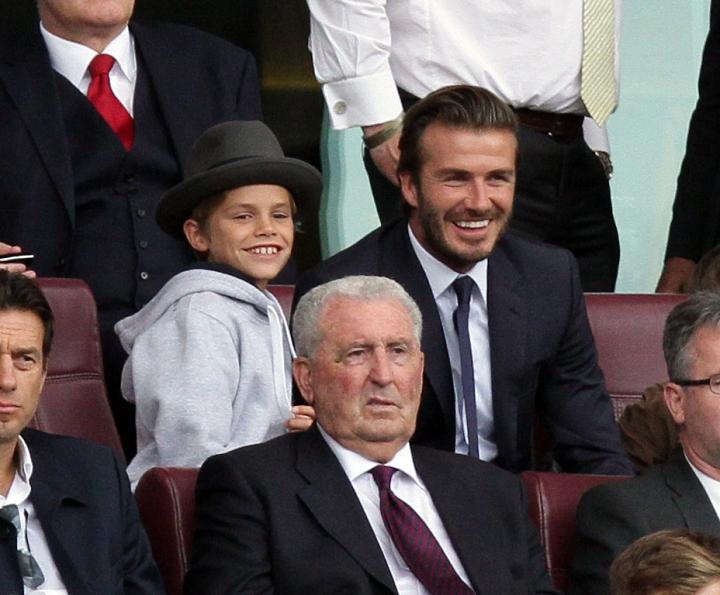 Дэвид Бекхэм с сыновьями на футбольном матче (ФОТО) .