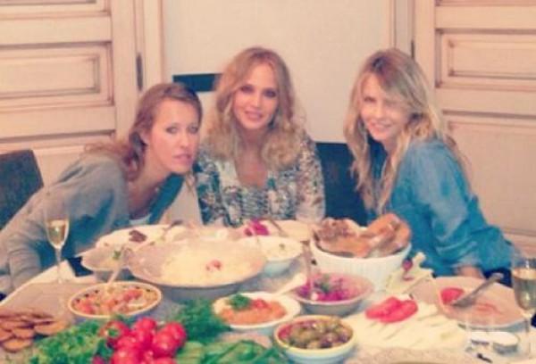 Ксения Собчак устроила званый ужин