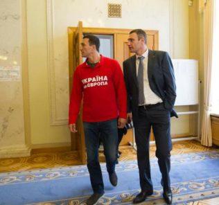 Владимир Кличко по приезду в Киев пошел смотреть, где работает его брат
