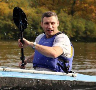 Виталий Кличко приучает детей к полезному досугу