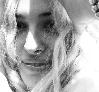 Даша Астафьева теперь блондинка