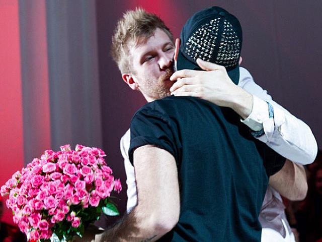 Украинский певец Иван Дорн зацеловал Бичоллу Тетрадзе на глазах у всех