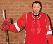 Карпов играет в хоккей