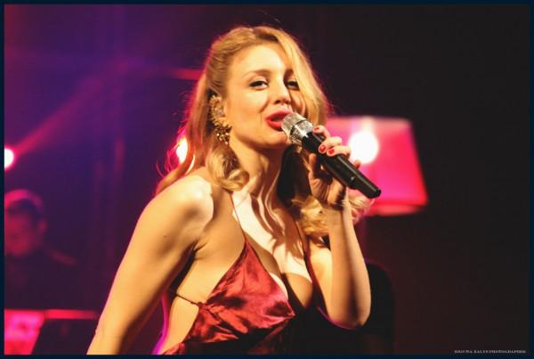Украинская певица Тина Кароль думает о своем покойном муже перед каждым ответственным выступлением.