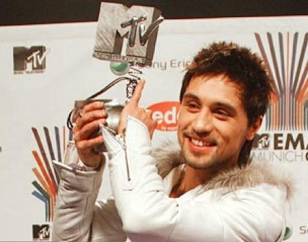 Dima-Bilan-poboretsya-s-Riannoy-za-nagradu-MTV
