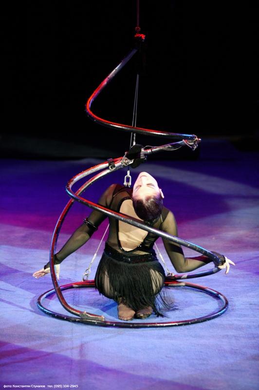 Гимнастка Эльмира Земскова на сцене цирка Никулина