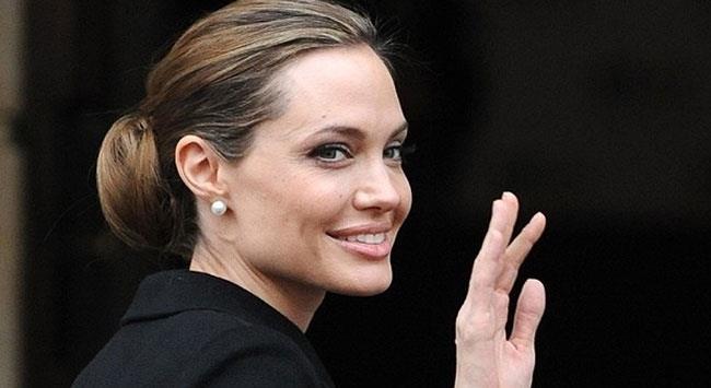 Angelina-Jolieden-hayranlarini-uzecek-haber_01