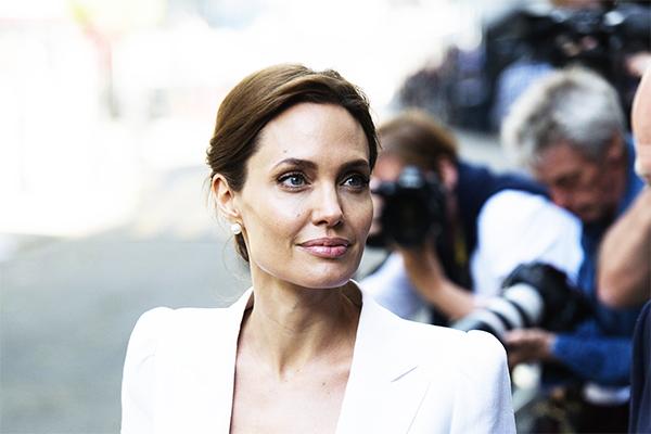 Анджелина Джоли заболела оспой, а Рязанов перестал узнавать близких