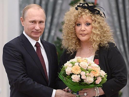 Путин вручил Алле Пугачевой и Игорю Крутому орден