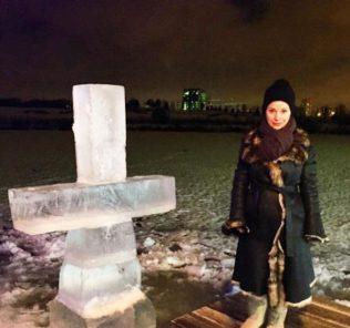 Певица Ольга Орлова искупалась в проруби