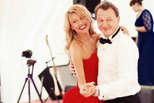 Избитая жена Марата Башарова передумала разводиться с актером
