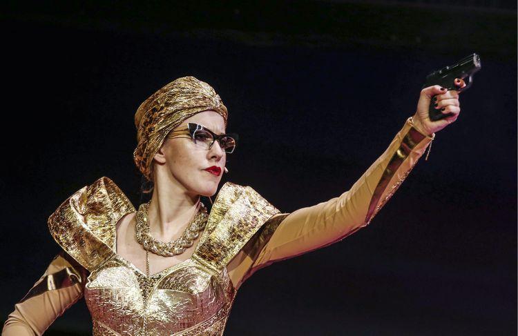 Ксения Собчак дебютировала в спектакле Театра наций