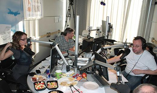 """Ведущие """"Русского Радио"""" решили побить рекорд Гиннесса"""
