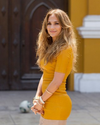 Jennifer-Lopez-Wearing-Sexy-Tight-Dress-Shooting-Q-Viva-The-Chosen-In-Peru-04