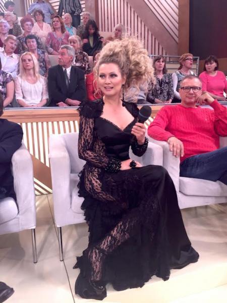 Лена Ленина пришла на шоу к Малахову без нижнего белья