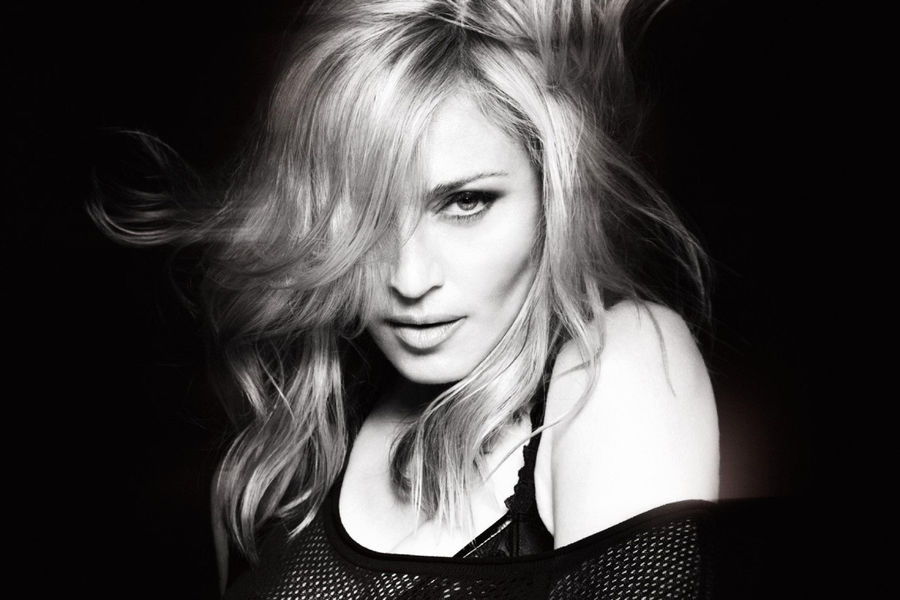 Певица Sia выпустила расширенную версию альбома