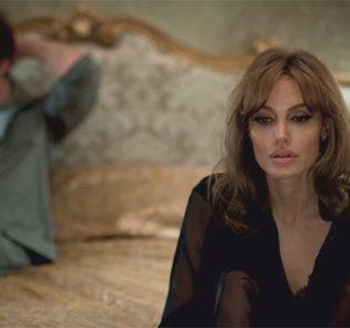 Анджелине Джоли неловко заниматься сексом с Брэдом Питом