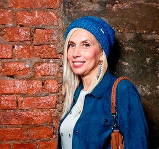 53-летняя Алёна Свиридова удивила всех мини-шортами