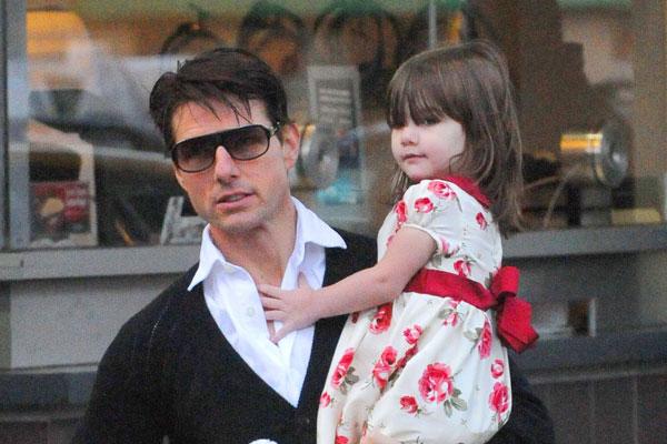 Том Круз бросил свою девятилетнюю дочь