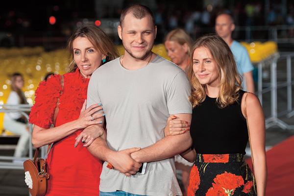 Сергей Бондарчук с матерью и женой
