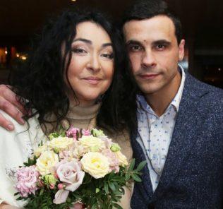 """Лолита произвела фурор на церемонии вручения премии """"Пара года"""""""