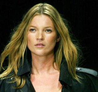 "(FILES) British supermodel Kate Moss displays an outfit by Burberry Prorsum collection during the Milan 2004 Spring/Summer fashion week, 30 September 2003. Moss will not be charged over allegations that she took cocaine because of ""insufficient evidence"", the British Crown Prosecution Service (CPS) said Thursday, 15 June 2006. But the CPS, which had been considering whether to press charges against the 32-year-old catwalk star, said there was ""an absolutely clear indication"" she was using and providing drugs. The announcement comes following an investigation into the claims following the Daily Mirror ´s publication last September of grainy still photographs from video footage of Moss allegedly taking drugs at a west London recording studio. AFP PHOTO/PAOLO COCCO"