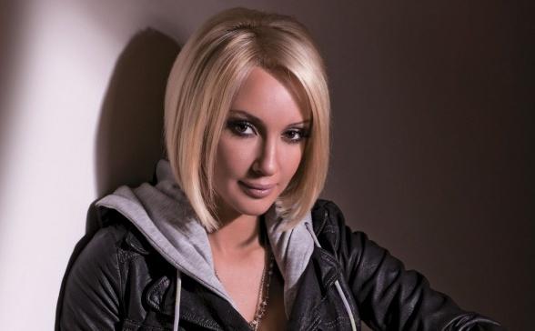 Телеведущая Лера Кудрявцева сбежала от жениха-маньяка