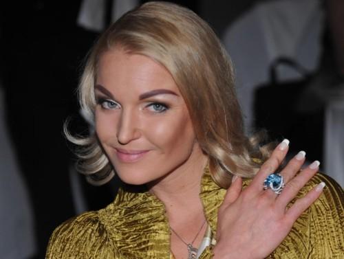 Анастасия Волочкова дала интервью из бочки