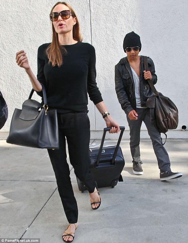 Анджелина Джоли и сын Мэддокс. Фото: laineygossip.com