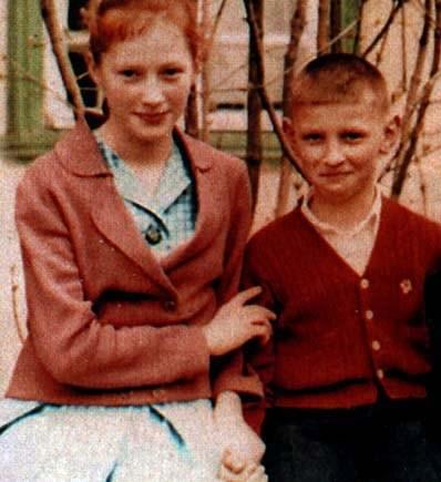 Алла Пугачева с братом Евгением в детстве. Фото: fakty.ua