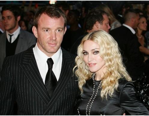 Суд решил, что сын Мадонны должен жить с Гаем Ричи